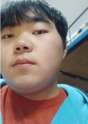 2017级中文播音部成员:李首余